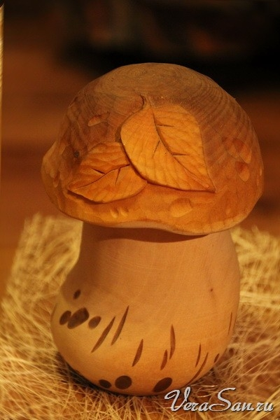 Грибы из дерева из дерева